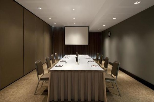 adina-apartment-hotel-conference-boardroom.jpg