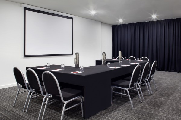 rendezvous-studio-hotel-perth-conference-room.jpg